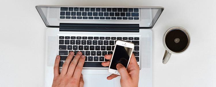 Telefon und Laptop