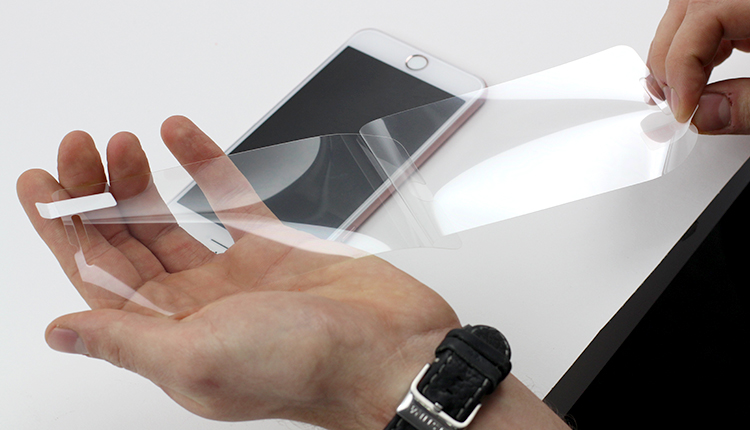 4. Losen Sie die erste Schicht von der Schutzfolie Handy ab